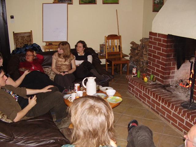 Sylwester, a jakże, przy kominku. Dyskusjom i zabawom (oczywiście astrologicznym) nie było końca.