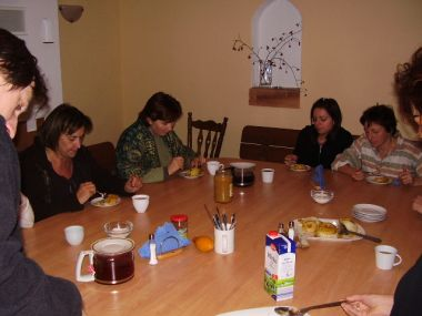 Jedzenie - tu podwieczorek. Ale były Jeszcze śniadanie, drugie śniadanie, obiad, kolacja, podkurek... Po prostu jak w Shire